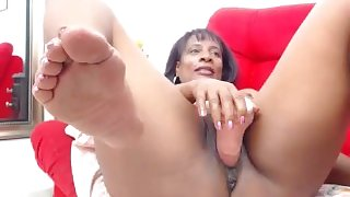 Mature ebony masturbating on cam
