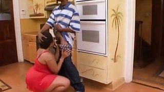 Big Booty BBW Milf Sugarhill Seduces For Some BBC (720p)